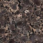Ominaista sinertävän ruskea isot rakeet ovat kulmikkaita. Erittäin tiivis ja tasalaatuinen kivilaatu. Hiottu pinta on lähes lasimainen, helmiäiskiiltoinen. Yleissävyltään kivi on kauniin pähkinänruskea. Kiven vaihtelevan tekstuurin vuoksi pienet tahrat (esim. rasva- tai kahvipilkut) eivät pilaa kiven olemusta. Kivi on kuviointinsa vuoksi melko rauhallinen, joten se on käyttökelpoinen lähes kaikkiin ympäristöihin. Mustia ja monivärisiä pieniä läiskiä esiintyy yleisesti. Kivessä esiintyy yleisesti vaalea verkkokuviointi kiderakenteessa. Louhintapaikka Brasilia.