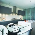 Maltilliset värisävyt ovat varma valinta kodin kiintokalusteisiin - kvartsit kestävät vuosikymmeniä. Kuvassa Blanco Zeus.